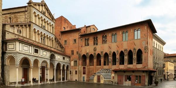 1548px-pistoia_palazzo_dei_vescovi_esterno_01