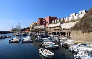 1620px-ventotene_taverne_del_porto_romano_02